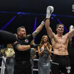 Verhoeven dominates Brestovac for five rounds, retains heavyweight title