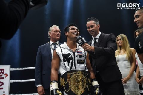 Petchpanomrung takes featherweight title from Robin Van Roosmalen